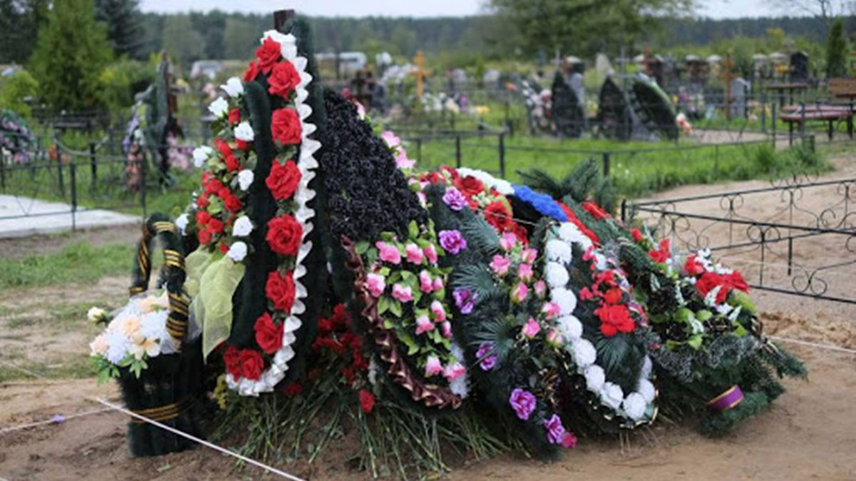 В Киеве создадут график посещения кладбищ и запустят автобусы на поминальные дни