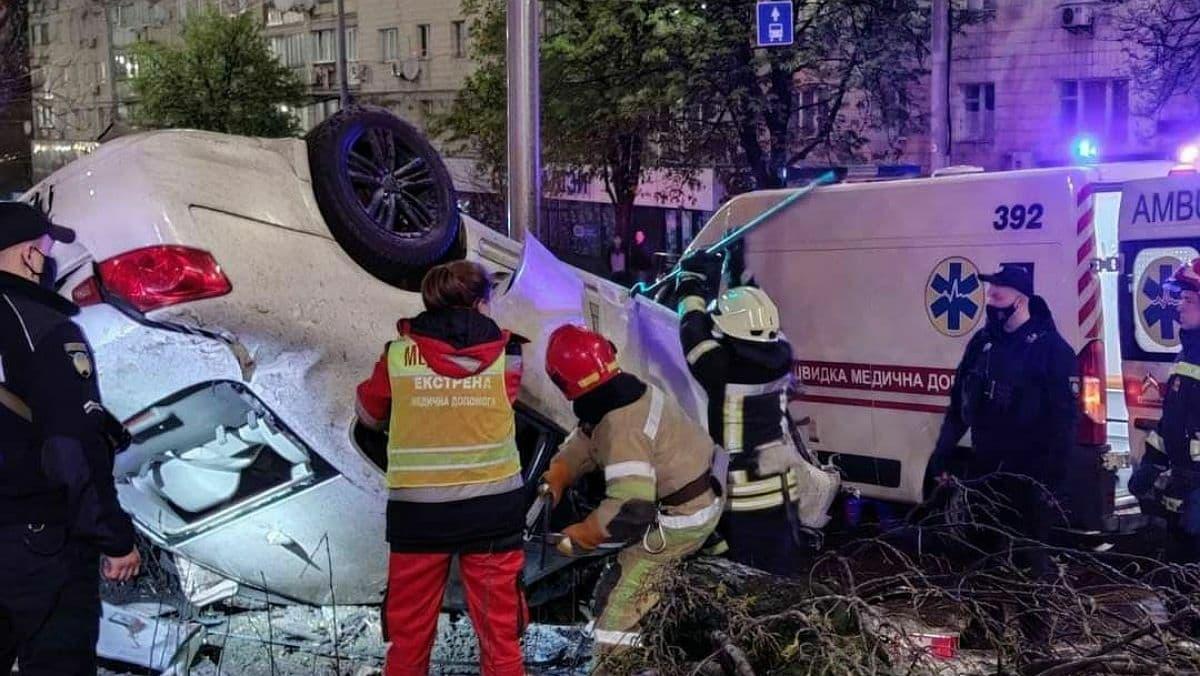 В Киеве на Печерске произошло ДТП: есть погибшая и двое раненых
