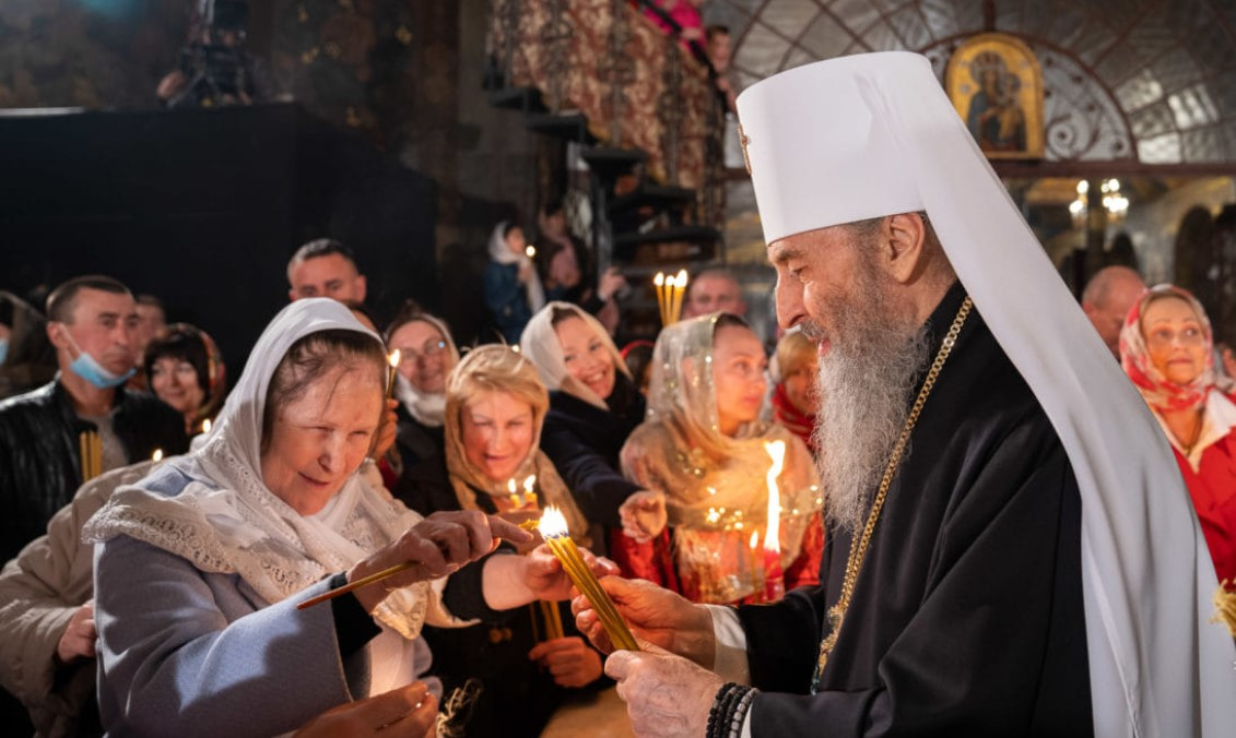 Забитые церкви и никаких масок: как в Киеве прошли пасхальные богослужения