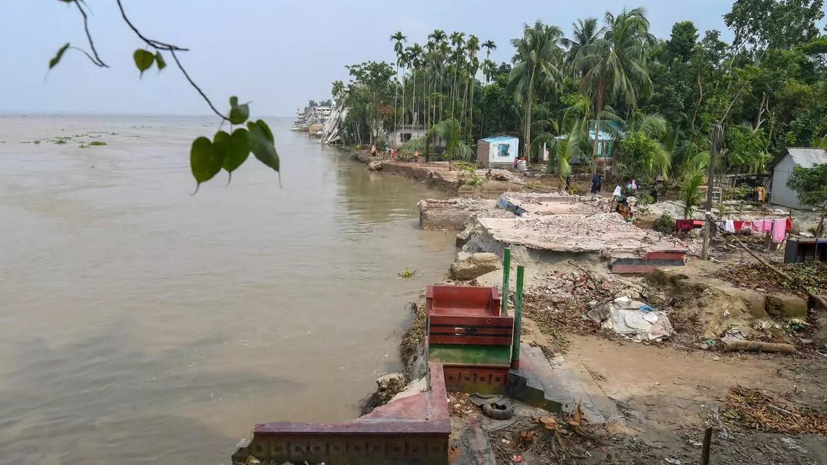 В Бангладеш катер столкнулся с транспортным судном: погибли 26 человек