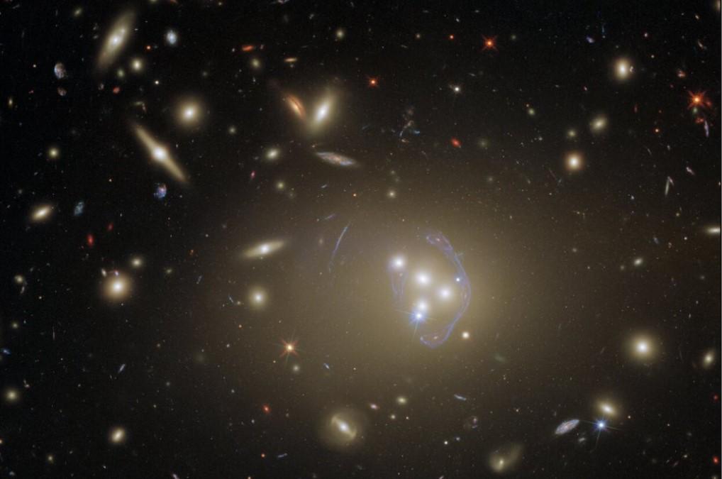 Телескоп Hubble запечатлел сотни галактик на одном фото