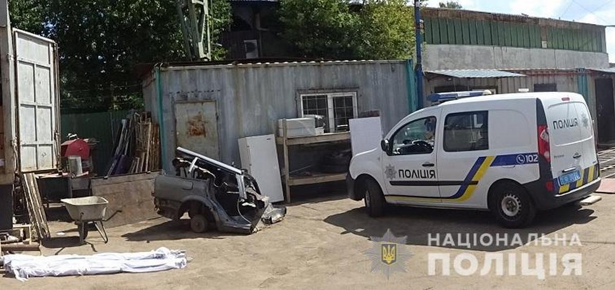 В Киеве мужчина украл металлические каркасы для палаток