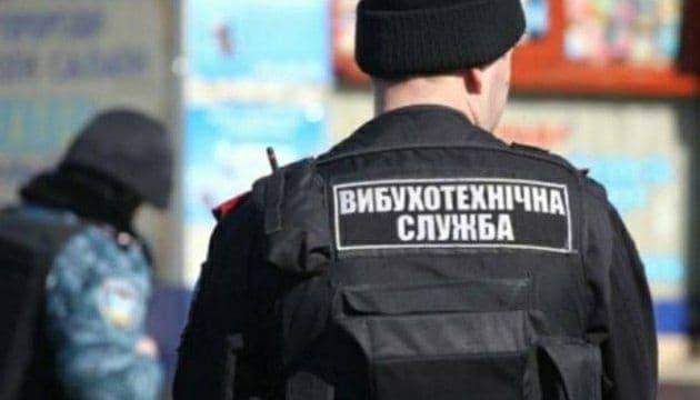 """У Києві """"замінували"""" аеропорт і ряд медичних установ"""
