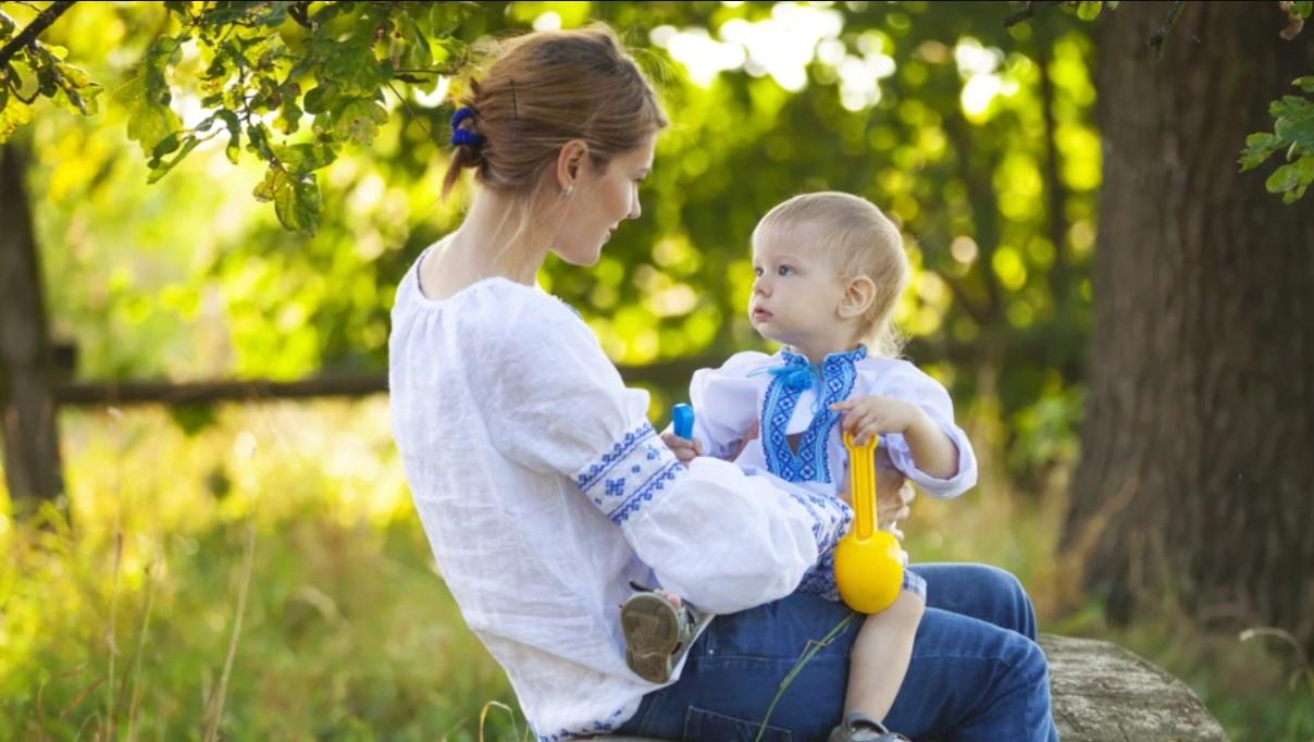 Зеленский более 1000 украинок присвоил звание «мать-героиня»