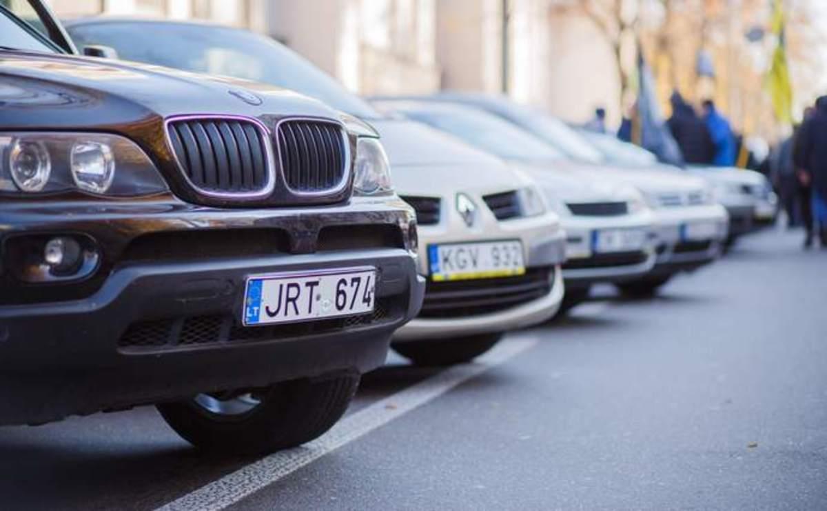 Зеленский подписал пакет законов о льготной растаможке «евроблях»
