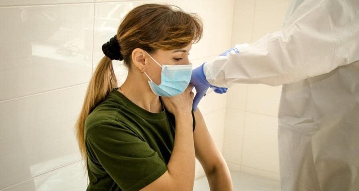 В Мариуполе и ООС военные получили вторую дозу вакцины от COVID-19
