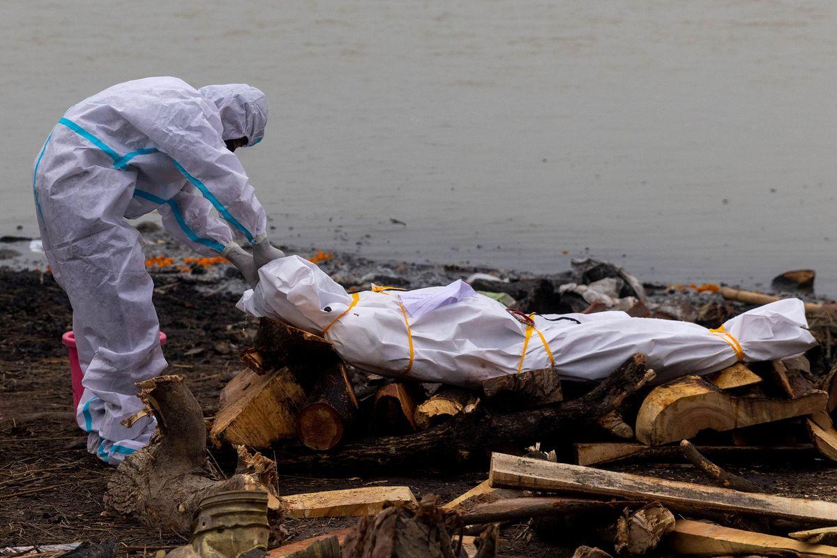 В Индии тела больных коронавирусом сбрасывали в реки