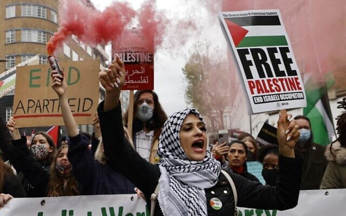 Порвали флаги Израиля: в Париже, Лондоне и Берлине прошли акции в поддержку Палестины