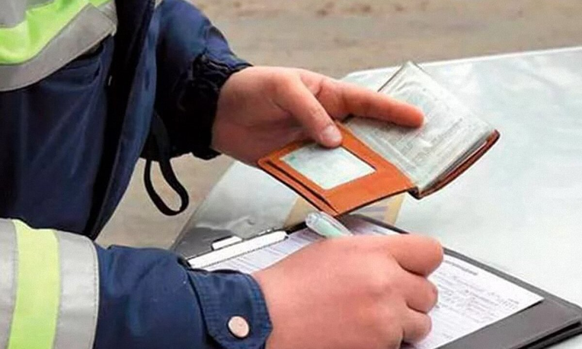 Оплаченные штрафы за нарушение ПДД больше не будут слать на почту водителям: Зеленский подписал закон