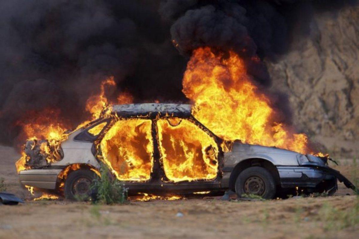 В Черкасской области силовики задержали бывшего полицейского, который сжёг автомобиль коллеги. Оборотень в погонах стал участником ОПГ