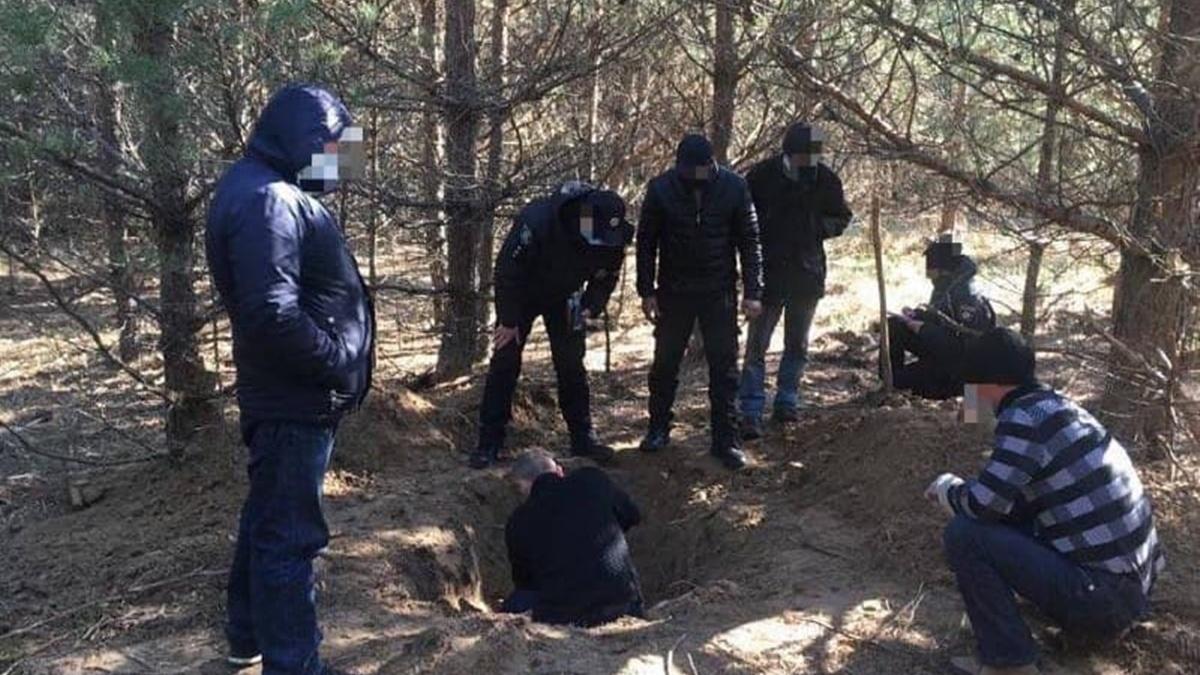 «Убрали» ненужного свидетеля: в Сумской области три человека убили и закопали в лесу мужчину