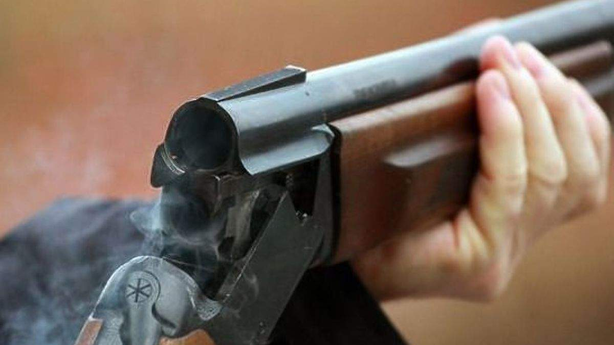 Стрелял по жене, детям и полицейским: в Кировоградской области арестовали мужчину