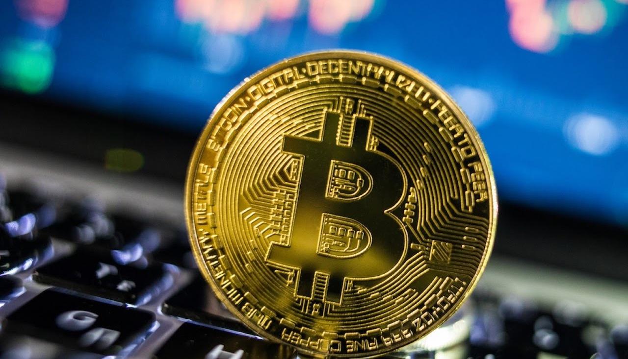 Биткоин продолжает падать: за сутки криптовалюта обвалилась с $ 36 до $ 32 тысяч