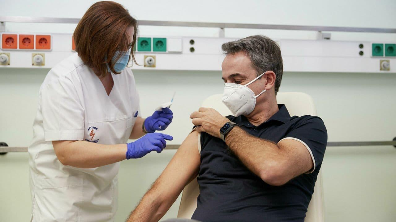 В Греции с осени введут привилегии для вакцинированных от COVID-19
