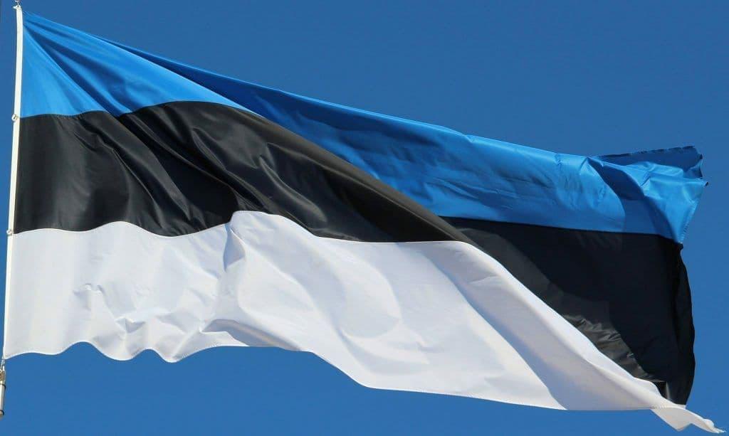 Эстония смягчила карантинные ограничения для туристов