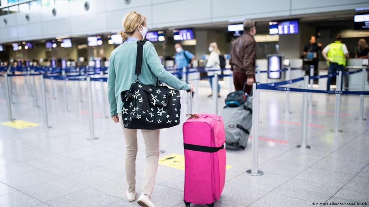 В США разрешили не носить маски в аэропортах и вокзалах на открытом воздухе