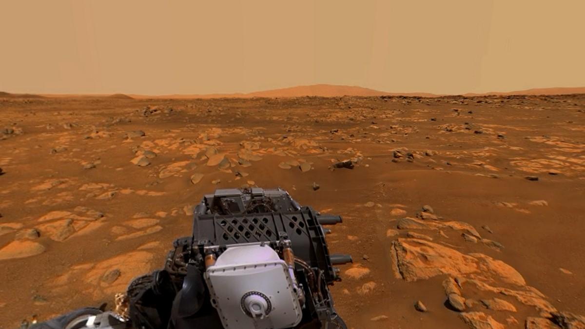 """Марсоход NASA сделал панорамный снимок Марса в 360° и записали """"голос"""" планеты"""
