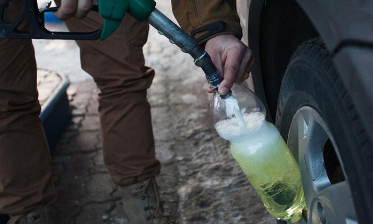 В Запорожской области пьяный мужчина выпил бензин и закурил: он попал в больницу с ожогами