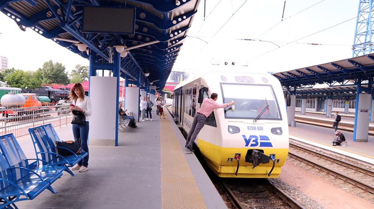 Летом «Укрзалізниця» запустит ещё один дополнительный состав экспресса «Киев-Борисполь»: планируется 24 пары рейсов