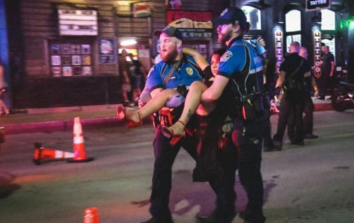 В Техасе мужчина открыл стрельбу в торговом центре: больше десятка раненых