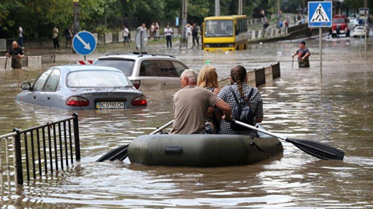 Синоптики прогнозируют сильные ливни по Украине 19 июня: в каких регионах