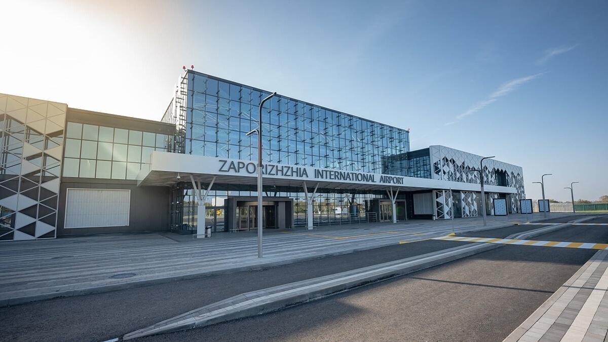 В Запорожье чиновник «закрыл глаза» на некачественный ремонт полосы аэропорта: это привело к убытку в 9 млн гривен