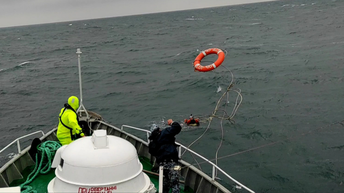 На учениях Sea Breeze-2021 десантника унесло в море: его удалось спасти