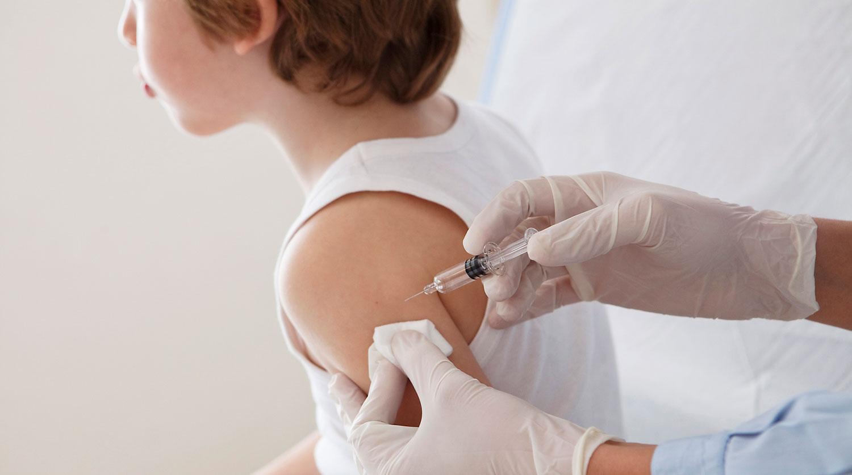 В Украине разрешили вакцинировать детей