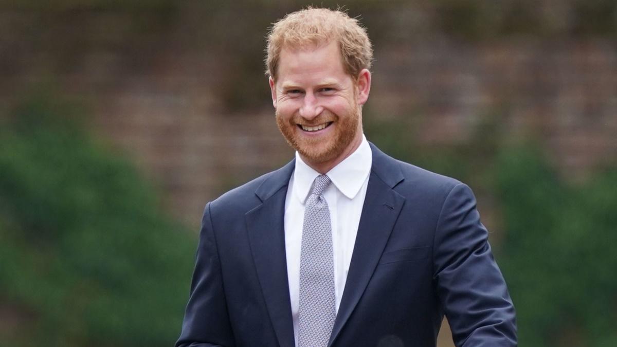 Принц Гарри впервые выпустит книгу о жизни в королевской семье