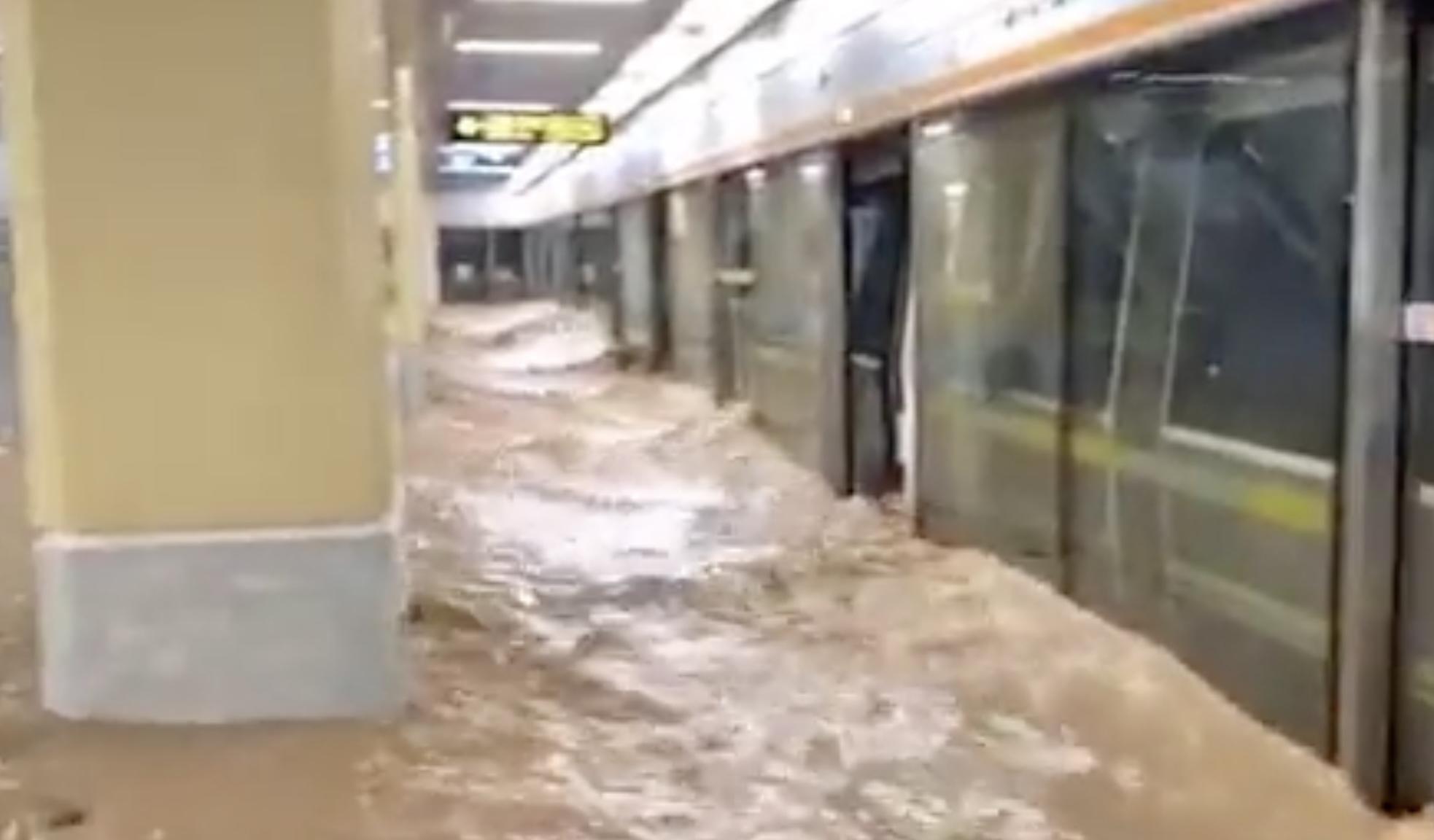В Китае из-за затопления метро погибли 12 человек