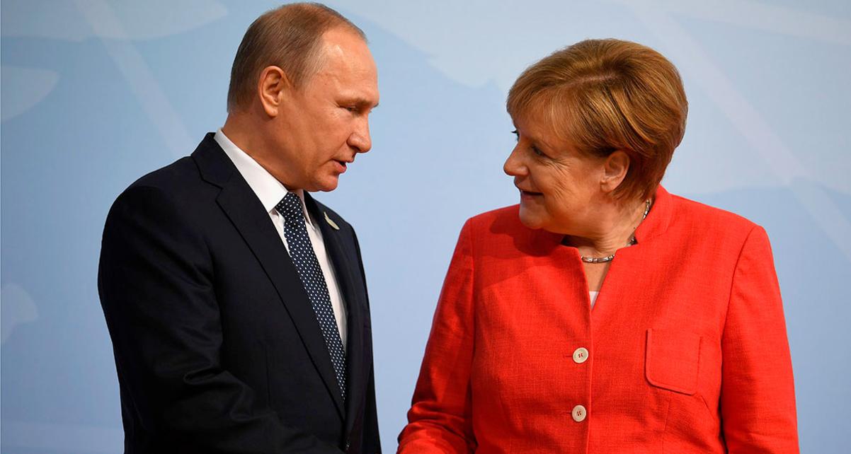 Меркель и Путин по телефону обсудили транзит газа через Украину и «Северный поток-2»