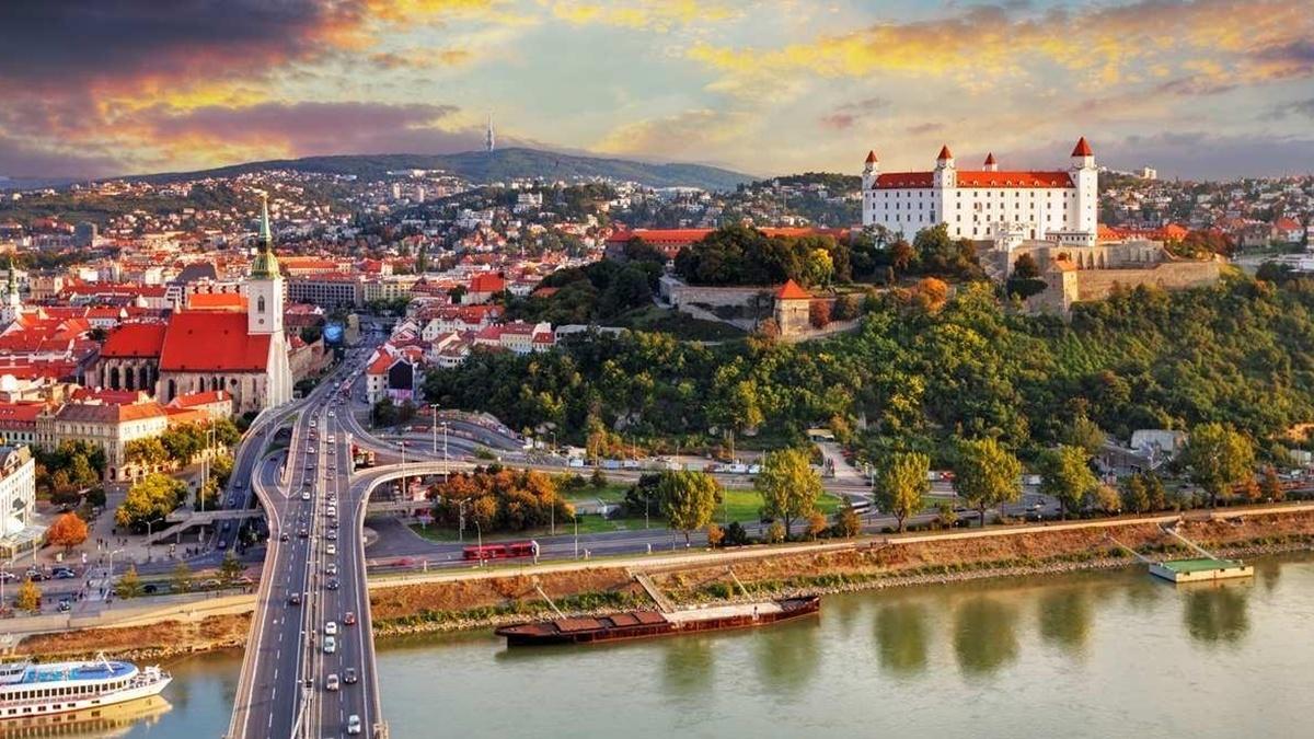 Словакия открывает границы для вакцинированных украинцев