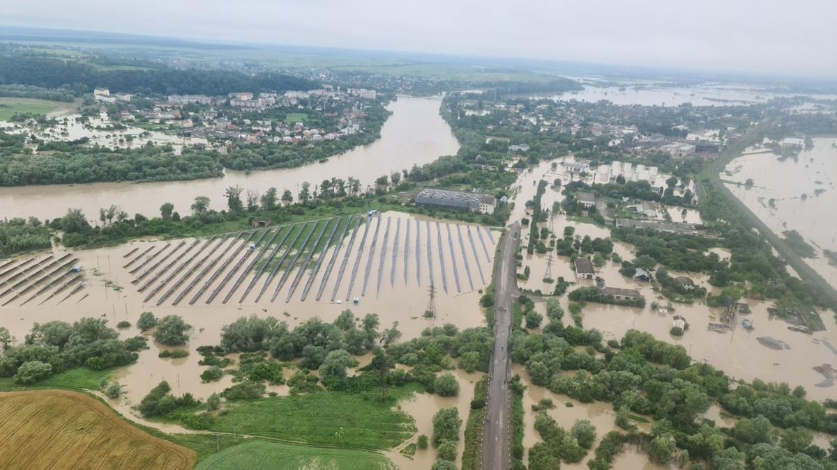 В Ивано-Франковской области два депутата и чиновники украли деньги для пострадавших от наводнения