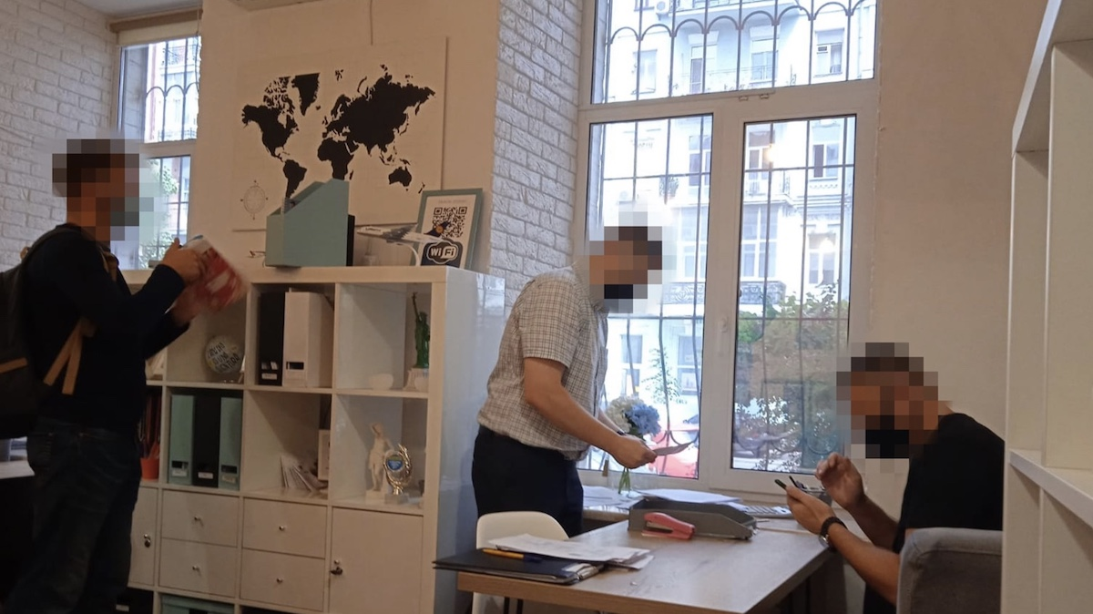 ПЦР-тесты без присутствия: СБУ в Киеве разоблачила турфирмы на подделке документов