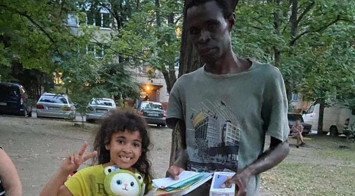В Харькове запустили флешмоб соцпомощи иммигрировавшему из Конго курьеру Glovo, у которого украли велосипед