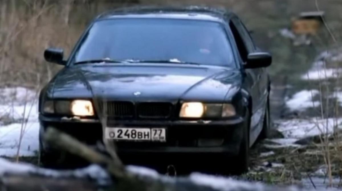 В Киеве мужчина отобрал BMW у его владельца и требовал вернуть несуществующий долг