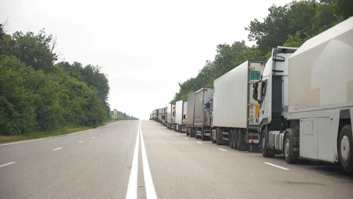 В Киеве снова ограничили движение грузовиков из-за жары
