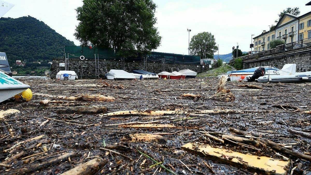 В Италии из-за сильных ливней начались оползни