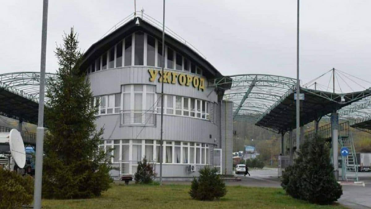 Словакия разрешила украинцам въезжать в страну на автобусах