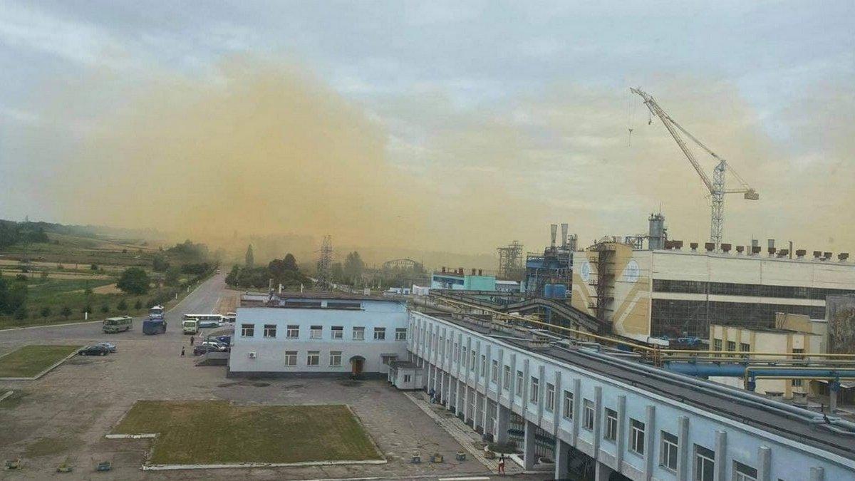 Превышение нормы в 10 раз: экологи проверили грунт возле «РовноАзот» после аварии