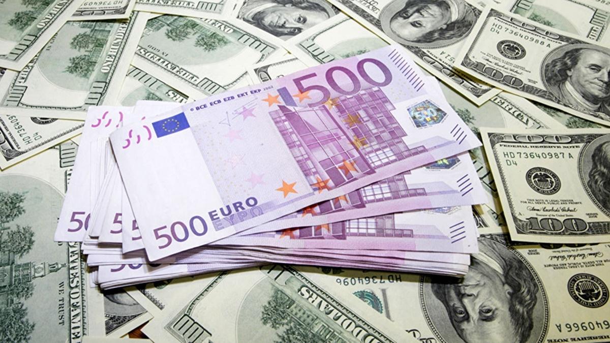 Курс валют на 4 августа в Украине: доллар держит позицию, евро подешевел
