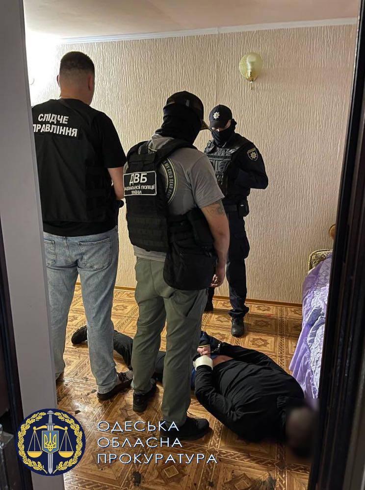 В Одесской области двое вооруженных мужчин напали на дом главы ОТГ 2