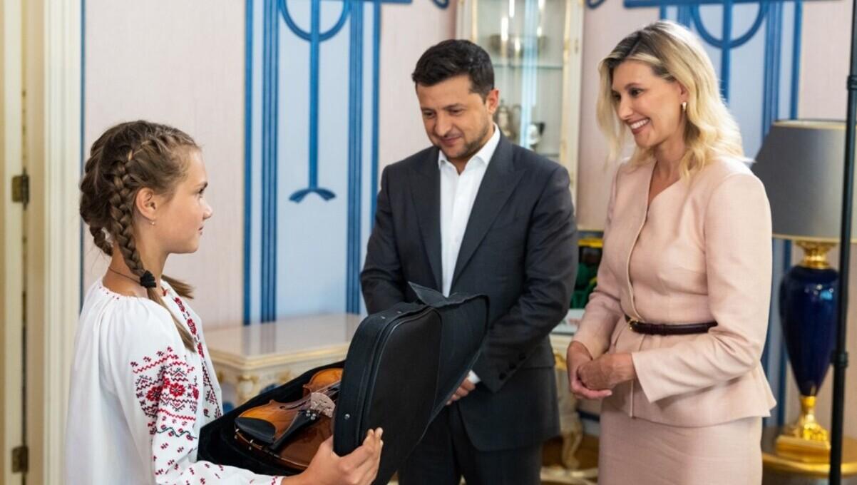 12-летняя школьница, спасшая четверых детей во время паводка на Закарпатье, получила медаль «За спасённую жизнь» и скрипку в подарок