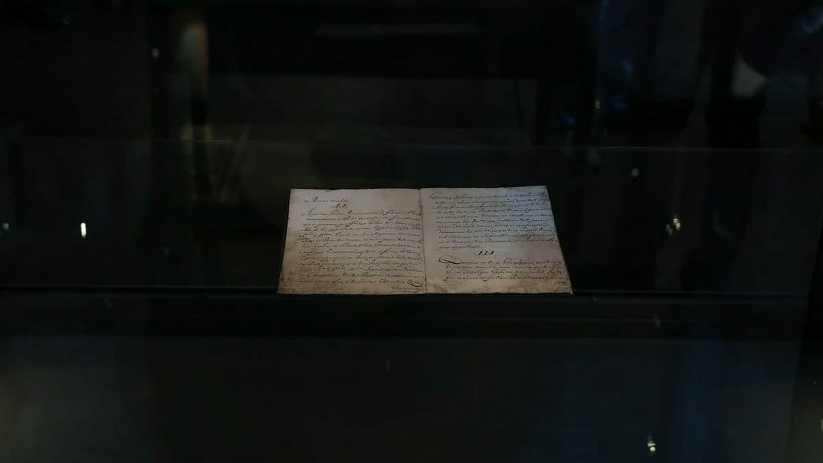 В Украину впервые прибыл оригинал Конституции Пилипа Орлика