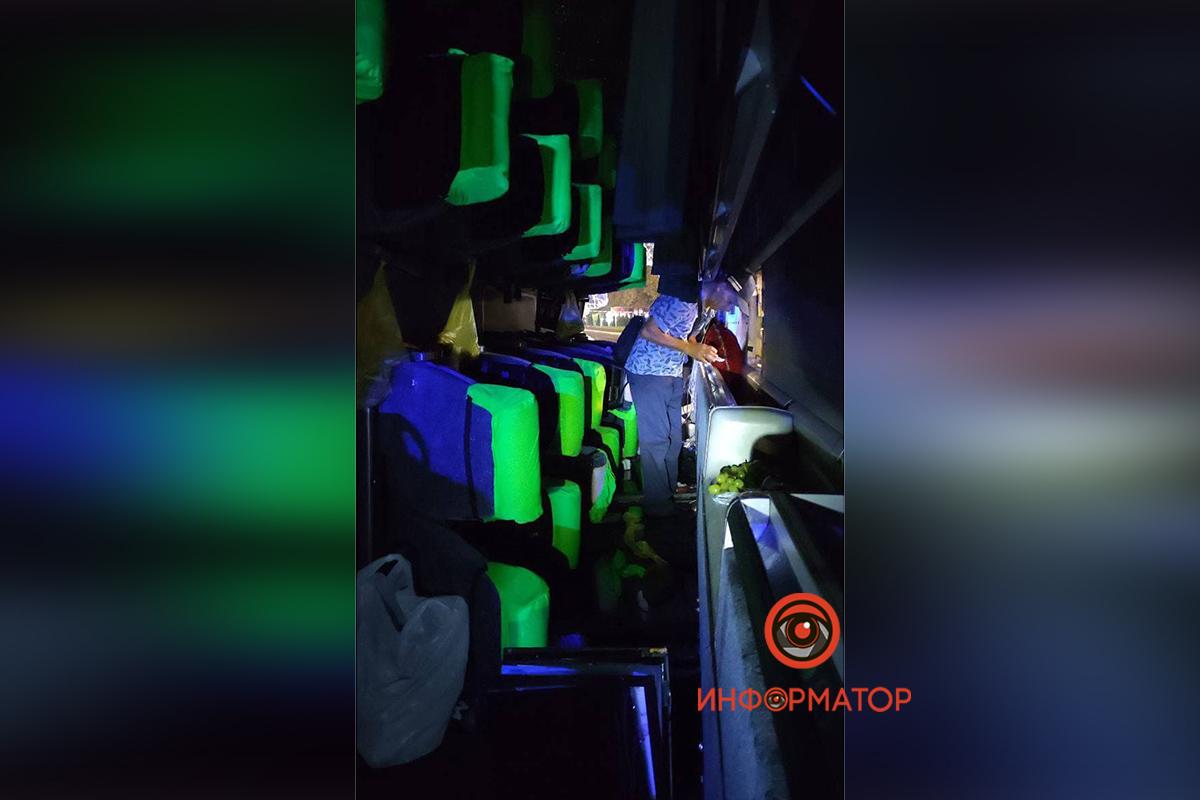 """В Киеве перевернулся рейсовый автобус """"Кишинёв-Москва"""": 8 пассажиров забрала скорая, из них трое - дети 4"""