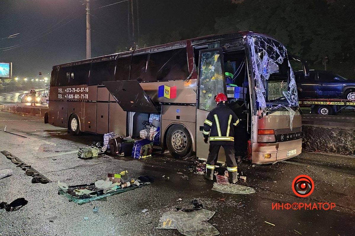 """В Киеве перевернулся рейсовый автобус """"Кишинёв-Москва"""": 8 пассажиров забрала скорая, из них трое - дети 8"""