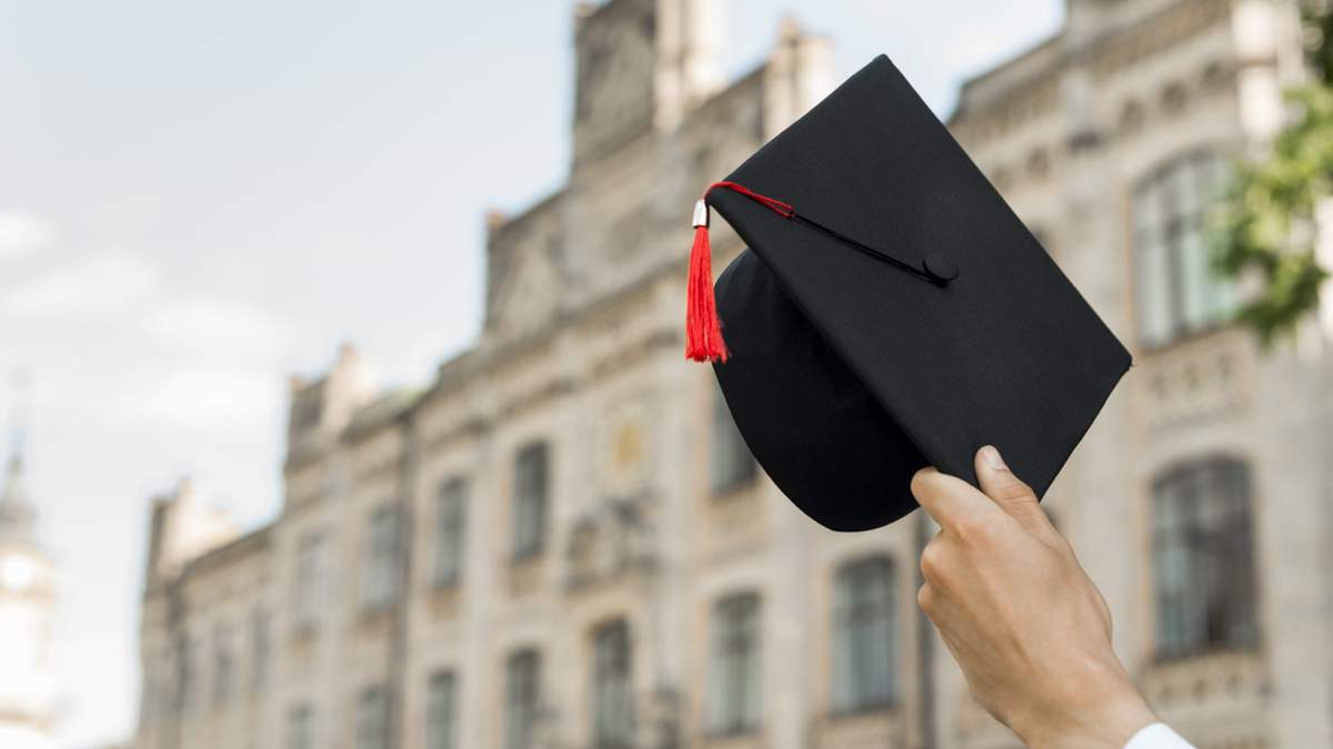 В Украине теперь могут лишать степени бакалавра и магистра