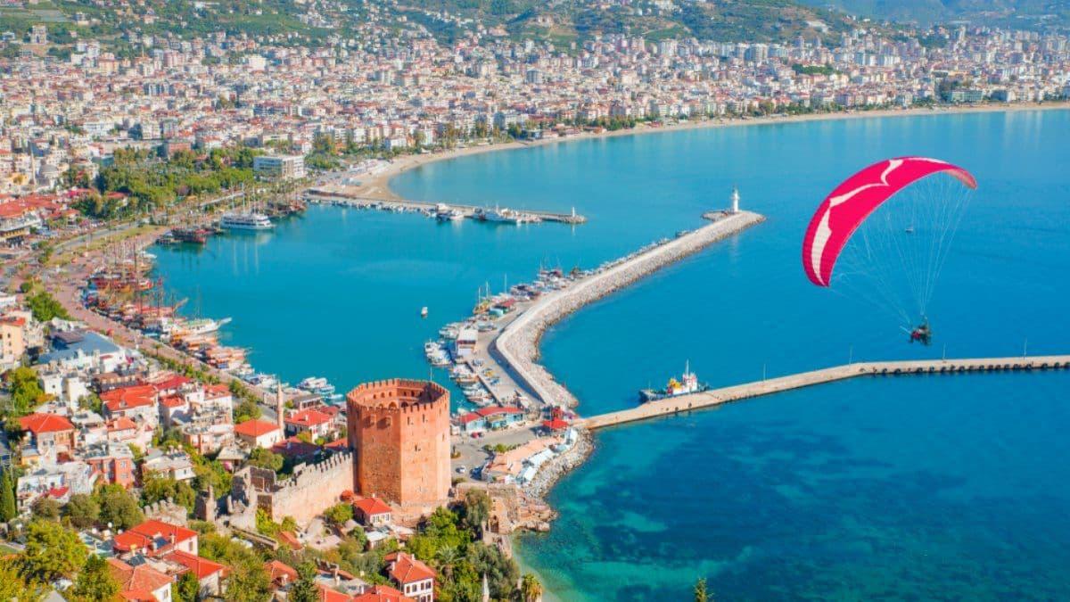 Турция вводит ограничения для не вакцинированных от COVID-19 туристов