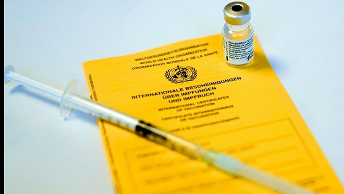 В Греции 10 центров COVID-вакцинации выдавали поддельные сертификаты