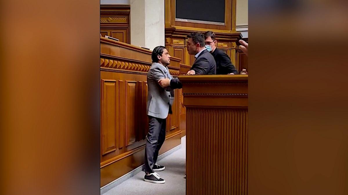 На нардепа Тищенко подали заявление в ГБР и Офис генпрокурора за нападение на Лероса